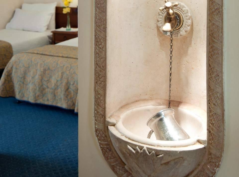 חדרים נטילת ידיים בכיור